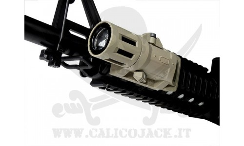 WEAPON LIGHT 200L COYOTE